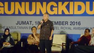 Menteri PUPR Basuki Hadimuljono saat berdiskusi soal pembangunan Gunung Kidul, di Yogyakarta, Jumat (18/11).