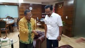 Menko Perekonomian bertemu dengan Gubernur Kepri di jakarta (22/11). (Foto: Humas Kepri)