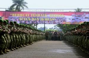 Presiden Jokowi mengunjungi Prajurit Komando Cadangan Strategis Angkatan Darat (Kostrad), di Markas Kostrad, Cilodong, Kota Depok, Provinsi Jawa Barat