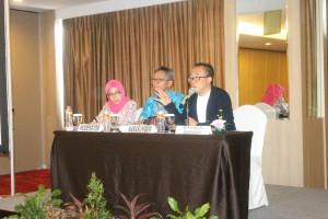 Deputi Bidang Administrasi pimpin Rapat pembahasan penyusunan tata cara pembentukan peraturan internal di lingkungan Sekretariat Kabinet, di Bandung, Sabtu (12/11) pagi. (Foto: Biro SDM Setkab)