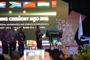 Presiden Jokowi membuka International Mathematics and Science Olympiade 2016 di Hotel Allium Tangerang, Banten, Rabu (9/11) malam. (Foto: Humas/Oji)