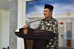 Ketua Komisi Yudisial Aidul Fitriciada Azhari memberi pernyataan kepada para jurnalis di Istana Merdeka, Jakarta, Selasa (1/11) pagi.