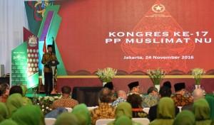 Presiden Jokowi saat memberikan sambutan pada pembukaan Kongres XVII Muslimat Nahdlatul Ulama, di Asrama Haji, Pondok Gede, Jakarta Timur, Kamis (24/11). (Foto: Humas/Jay)