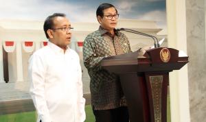 Seskab Pramono Anung dan Mensesneg Pratikno memberi keterangan pers pada Jumat (4/11). (Foto: Kemsetneg)