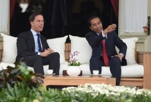 Presiden Jokowi bertemu PM Mark Rutte di Beranda Itana Merdeka, Jakarta (23/11). (Foto: Humas/Rahmat)