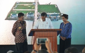 President Jokowi inaugurates Untia Fishery Port in Makassar, South Sulawesi (26/11) (Picture: Public Relations Office/Jay)