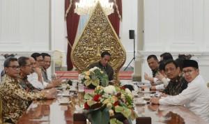 Presiden saat pimpin rakor bahas situasi usai unjuk rasa di Istana Merdeka, Jakarta (4/11). (Foto: BPMI/Kris)