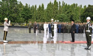 President Jokowi acts as Leader of Ceremony in commemorating Heroes Day at Kalibata Heroes Cemetery, South Jakarta (10/11) (Picture: Press, Media, and Information Bureau of Secretariat of the President)