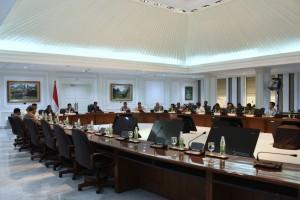Presiden Jokowi memimpin rapat terbatas tentang Optimalisasi Pemanfaatan Aset TNI, di Kantor Presiden, Jakarta, Rabu (23/11) sore. (Foto: Deny S/Humas)