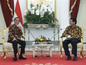 Presiden Jokowi saat menerima Ketua Umum DPP PPP Romarhurmuzy, di Istana Merdeka, Jakarta, Selasa (22/11) siang. (Foto: BPMI/Setpres)