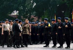 Presiden saat memberikan pengarahan kepada Pasukan Brimob, di Lapangan Markas Korps Brimob, Cimanggis, Depok, Jumat (12/11) pagi.