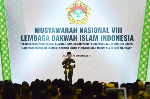 Presiden Jokowi saat bersilaturahim sekaligus menghadiri Musyawarah Nasional VIII Lembaga Dakwah Islam Indonesia (LDII) Tahun 2016, Rabu (9/11).