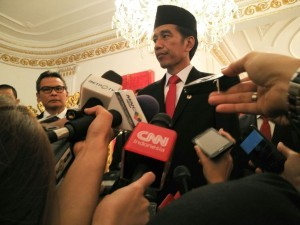 The President answered questions of journalists after the award ceremony of the National Hero title, at the State Palace, Jakarta, Wednesday (9/11) afternoon. (Photo: PR/Dindha)