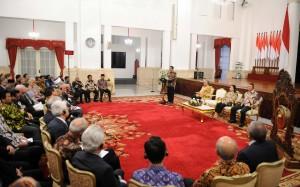 Presiden Jokowi saat memberikan sambutan pada pembukaan World Peace Forum (WPF) ke-6, di Istana Negara, Jakarta, Selasa (1/11) malam.