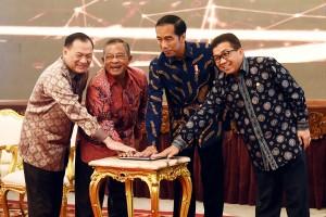 Peluncuran Strategi Nasional Keuangan Inklusif, di Istana Negara, Jakarta, Jumat (18/11) pagi. (Foto: Humas/Agung)