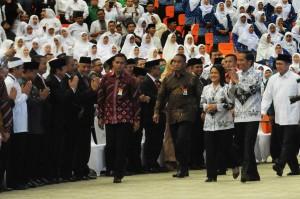 Presiden tiba di lokasi Peringatan Hari Guru Nasional dan HUT PGRI ke-71 di SICC, Bogor, Jawa Barat, Minggu (27/11) siang. (Foto: Humas/Agung)