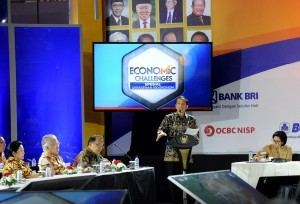 President Jokowi delivers his keynote speech at the Forum of 100 Indonesian Economists at Fairmount Hotel, Jakarta, Tuesday (3/12). (Photo by: Public Relations Division/Oji)