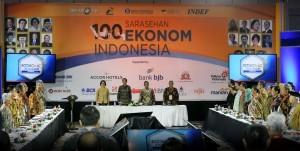 President Jokowi attends the Public Forum (Sarasehan) of 100 Indonesian Economists on Tuesday (6/12), at the Fairmount Hotel, Jakarta