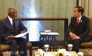 President Jokowi meets with Kofi Annanat BICC, Bali, Thursday (8/12). (Photo by: Public Relations Division/Rahmat)