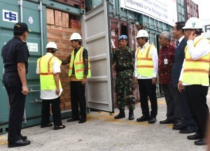 President Jokowi takes a look at containers filled with Indonesia's humanitarian assistance for the Rohingya on Thursday (29/12), at the Dock III of Tanjung Priok Seaport, Jakarta