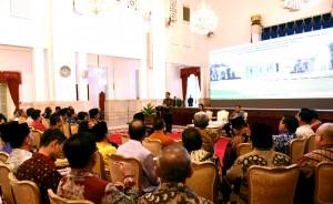 Presiden Jokowi memberikan sambutan pada acara penyerahan DIPA Tahun 2017, di Istana Negara, Jakarta, Rabu (7/12) pagi. (Foto: Agung/Humas)