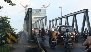 Jembatan Landak I yang menghubungkan Pontianak Timur dengan Pontianak Utara, yang dinilai sudah terlampau padat menampung kendaraan