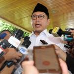 Menag Lukman Hakim Saifuddin menjawab wartawan usai mendampingi Presiden Jokowi salat Jumat, di Taman Monas, Jakarta, Jumat (2/12) siang. (Foto: Rahmat/Humas)