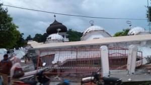 Masjid Ulee Glee di Kec. Bandar Baru Kab Pidie Jaya runtuh akibat gempa 6.5 SR di Pidie Jaya, Rabu (7/12) pagi.
