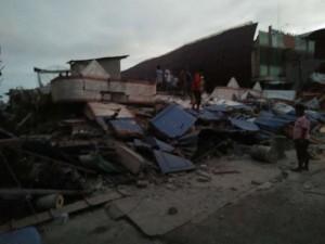 Sebuah bangunan yang rata dengan tanah setelah gempabumi tektonik mengguncang Pidie Jaya, Aceh, Rabu (7/12) pagi.