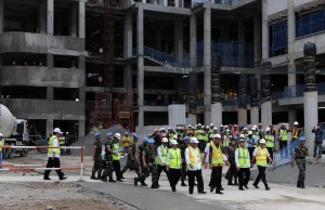 After seeing the topping off, President Jokowi reviews the construction of the 2018 Asian Games Athletes' Village, in Kemayoran, Jakarta, Thursday (29/12) afternoon. (Photo: JAY/PR)