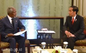 Pertemuan Presiden Joko Widodo dan Kofi Annan di BICC, Bali, Kamis (8/12). (Foto: Humas/ Rahmat)