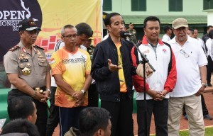 President Jokowi responds to reporters' questions after participating in Bogor Open Archery Championship 2017 in Bogor, West Java, on Sunday (22/1)