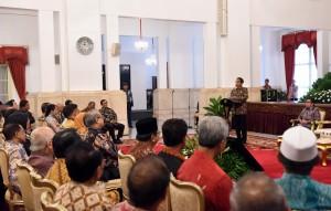 Presiden Jokowi memberikan sambutan pada Pertemuan Awal Tahun Pelaku Industri Keuangan , di Istana Negara, Jakarta, Jumat (13/1) pagi. (Foto: JAY/Humas)