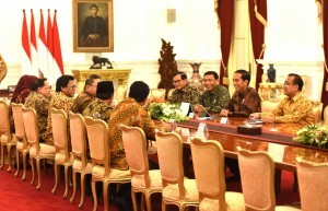 President Jokowi, accompanied by several Ministers, meets with Senior Leaders of MPR RI, at the Presidential Palace, Jakarta, Tuesday (24/1) afternoon. (Photo: Rahmat/PR)