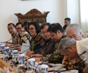 Beberapa menteri yang mengikuti rapat terbatas, di Istana Kepresidenan, Bogor, Jawa Barat, Selasa (31/1) sore. (Foto: Deny S/Humas)