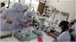 Praktek di Laborat