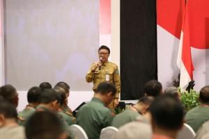 Mendagri Tjahjo Kumolo memberikan sambutan pada Rakornas Pilkada Serentak 2017, di Hotel Bidakara, Jakarta, Selasa (31/1) pagi.