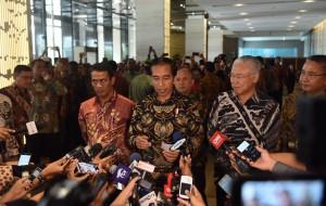 Presiden Jokowi menjawab wartawan usai membuka Rakernas Pembangunan Pertanian, di Hotel Bidakara, Jakarta, Kamis (5/1) pagi. (Foto: JAY/Humas)