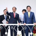 President Jokowi and Japanese Prime Minister Abe have a veranda talk at the Bogor Presidential Palace on Sunday (15/1). (Photo: Public Relations Division/Agung)