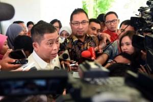 Menteri ESDM Ignasius Jonan menjawab pertanyaan wartawan usai ratas di Kantor Presiden, Jakarta, Selasa (11/1) sore.