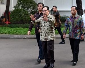 Antasari Azhar meninggalkan Kompleks Istana Kepresidenan, Jakarta, usai bertemu dengan Presiden Jokowi, Kamis (26/1) sore. (Foto: Humas/Jay)