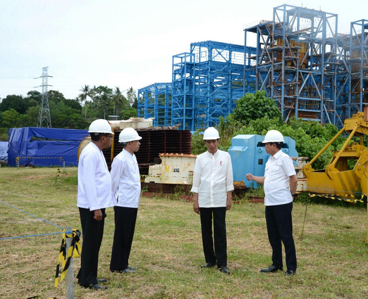 President Jokowi when inspecting 2 x 15 MW Steam-fuelled Power Plant (PLTU) in Waai Village, Central Maluku, on Thursday (9/2)