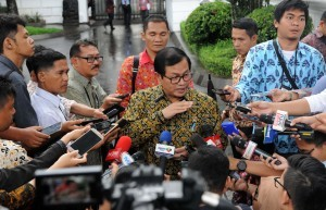Cabinet Secretary tells the reporters the results of a Plenary Cabinet Meeting on 2018 Government Work Plan (RKP), on Thursday (1/2), at the State Palace, Jakarta