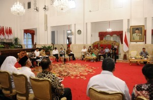 President Jokowi gives directives at a Plenary Cabinet Meeting, at the State Palace, Jakarta, on Wednesday (1/2) (Photo: JAY/PR)
