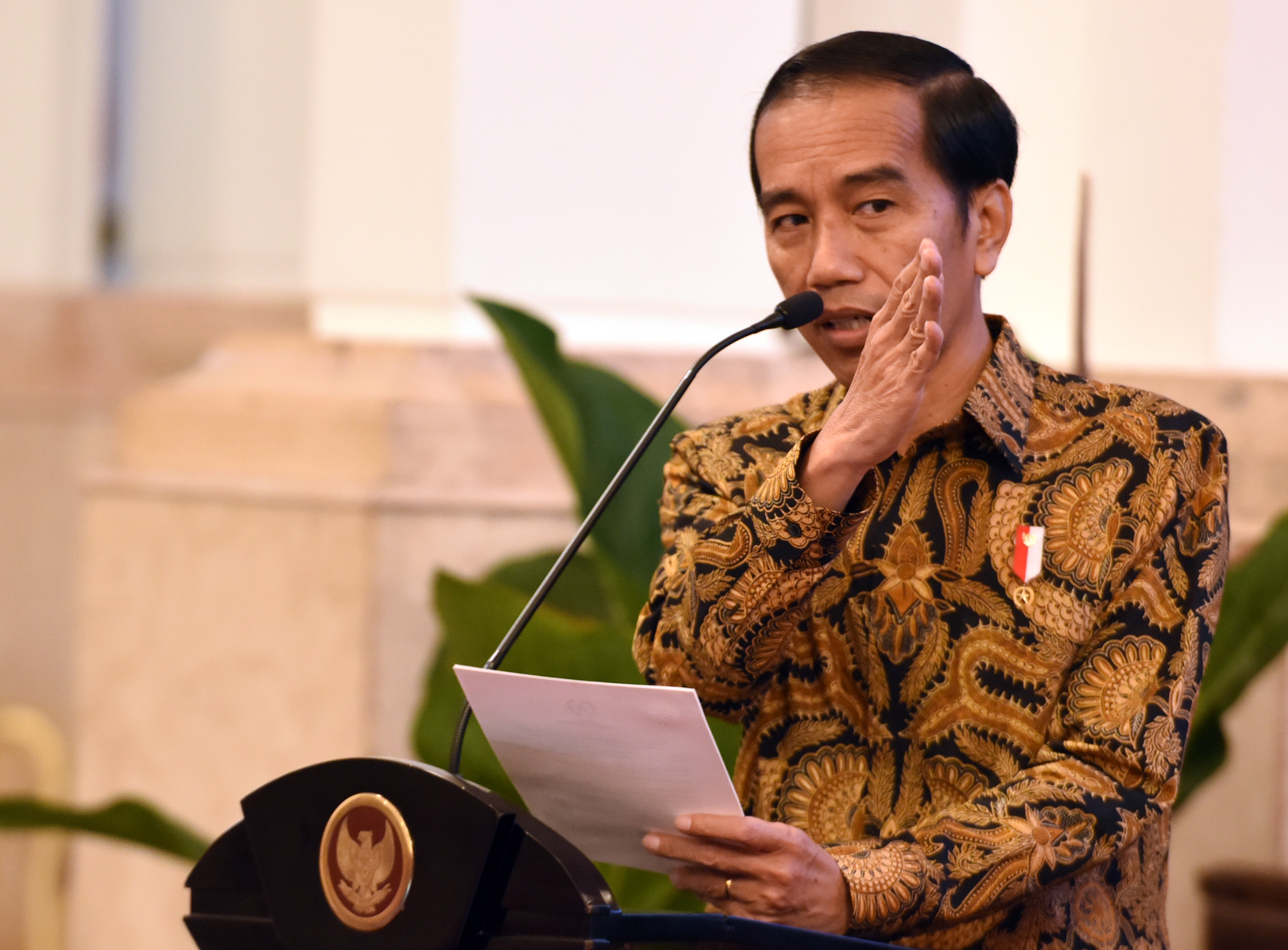 President Jokowi delivers his remarks at the Financial Closing Event of PINA 2017, at the State Palace, Jakarta, Friday (17/2)(Photo by: Public Relations Division/Rahmat)