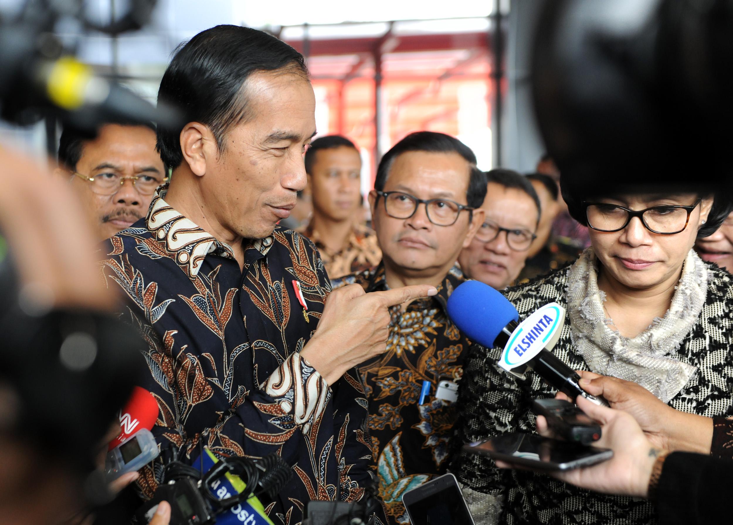 Presiden Jokowi menjawab wartawan usai sosialisasi tahap akhir tax amnesty, di JI Expo, Kemayoran, Jakarta, Selasa (28/2) siang. (Foto: Rahmat/Humas)
