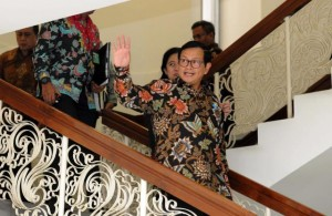 Seskab Pramono Anung dan sejumlah Menteri usai mengikuti ratas di Kantor Presiden, Jakarta, Jumat (3/2) sore. (Foto: Humas/Jay)