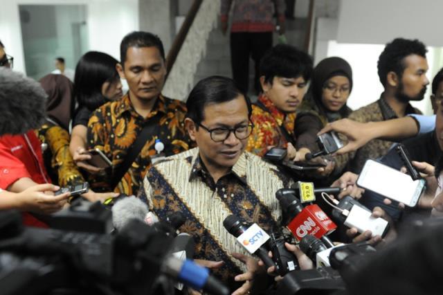 Seskab Pramono Anung usai ratas di Kantor Presiden, Jakarta, Kamis (16/2) sore. (Foto: Humas/Deni)