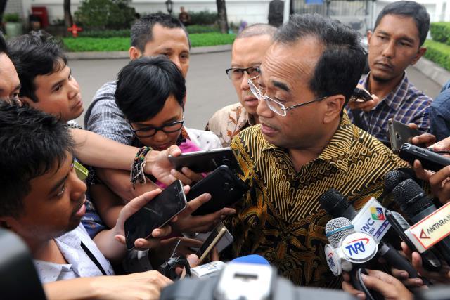 Menhub Budi K. Sumadi menjawab pertanyaan wartawan usai ratas di Kantor Presiden, Jakarta, Senin (6/2). (Foto: Humas/Jay)