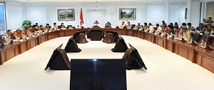 President Jokowi leads a Limited Meeting on Optimizing the LPDP Management at the Presidential Office, Jakarta (7/2). (Photo: PR/Rahmat)